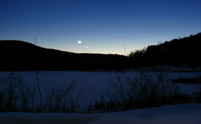Clear sky at night skiing in Gatineau Park.  Photo: Jo-Ann Holden