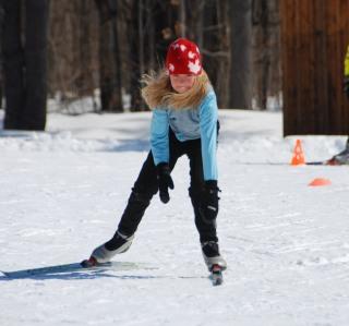 girl_xc_skiing_fast